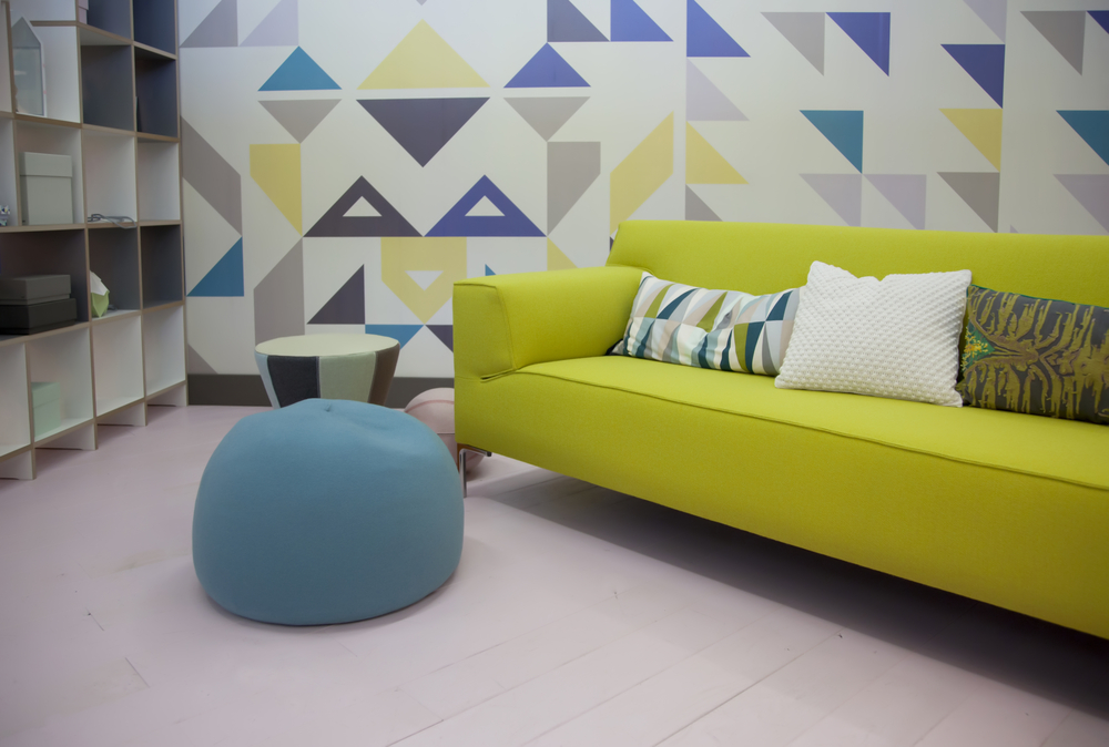 How to Incorporate an Accent Wall in Your Living Room Decor